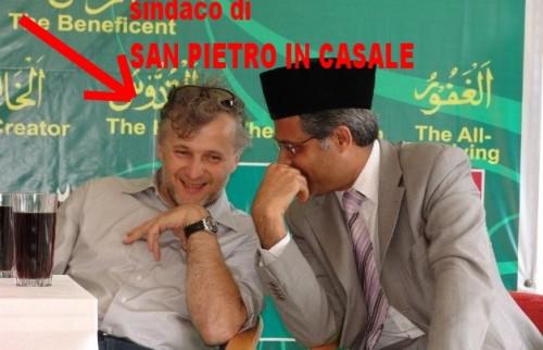 sindaco di SAN P.IN CASALE con esponente 1islamicoCON FRECCIA.jpg